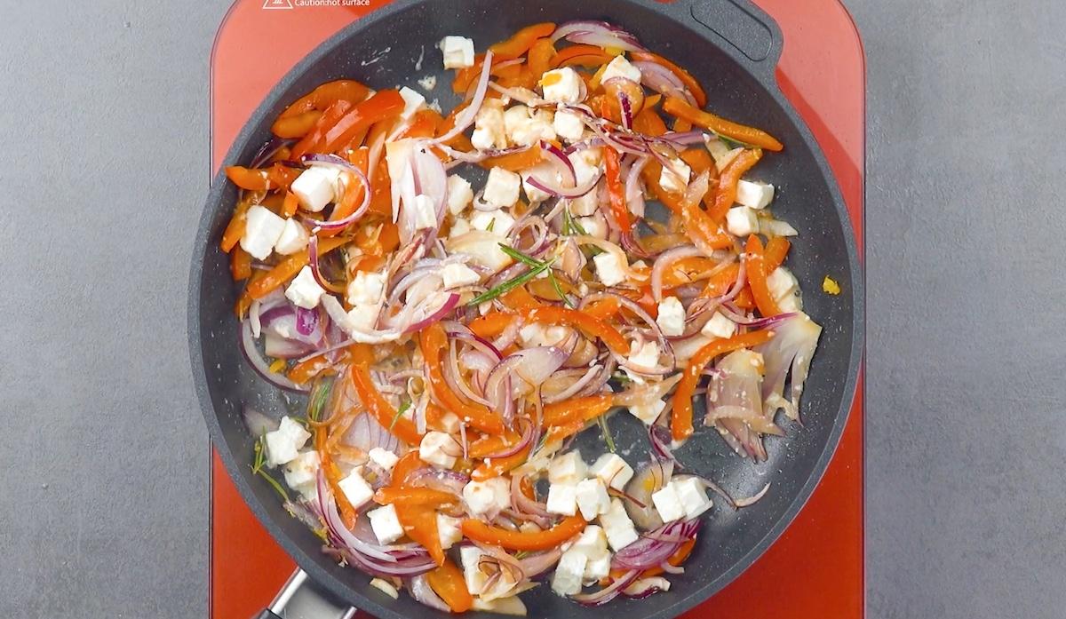 Feta greca, cipolle e peperoni