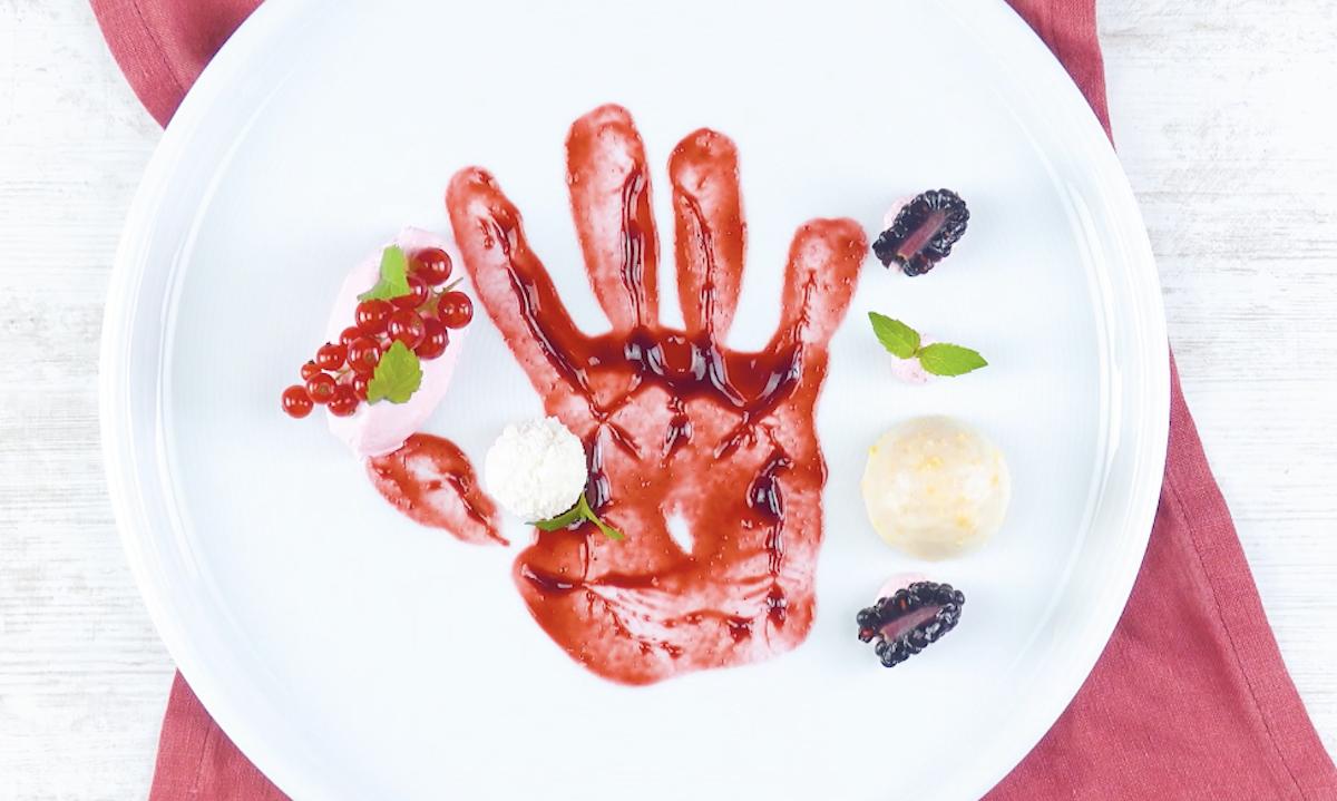 Mano di salsa di frutta