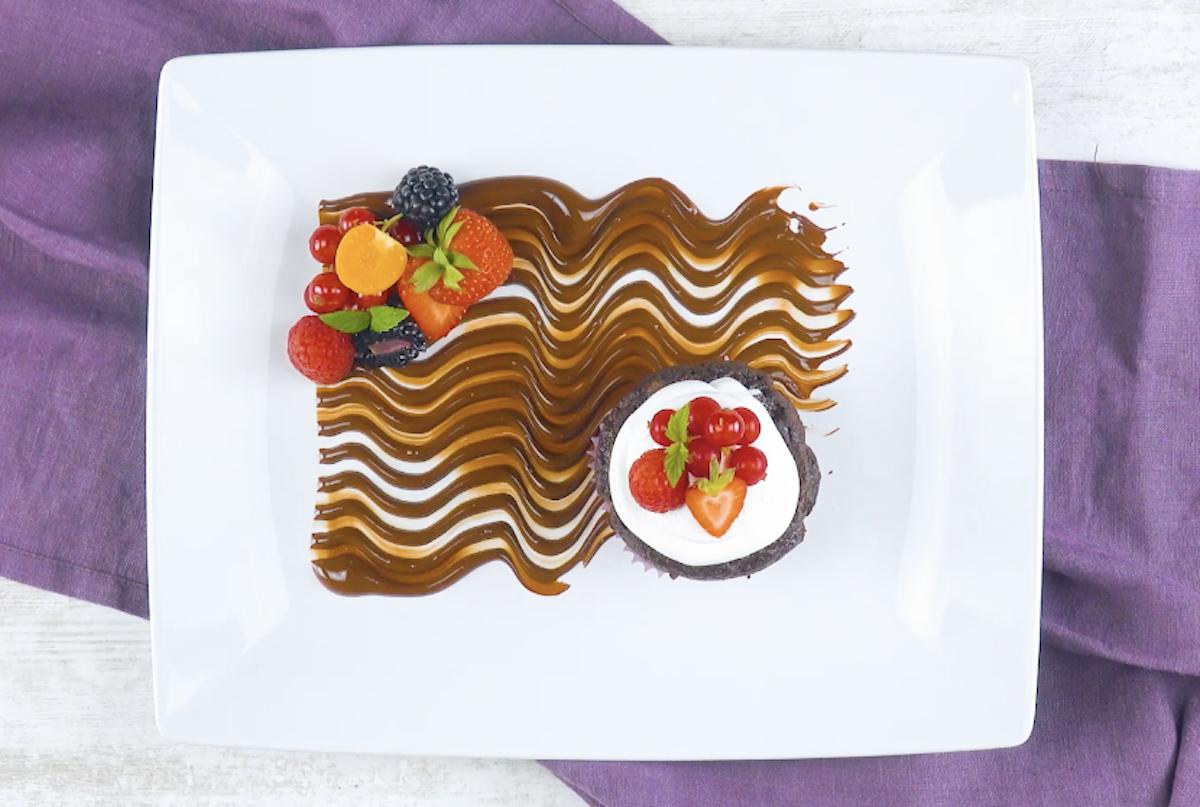 decorazione con onde al cioccolato