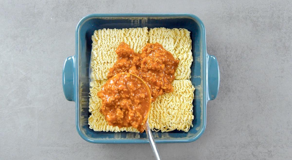 Ragù alla bolognese su noodles